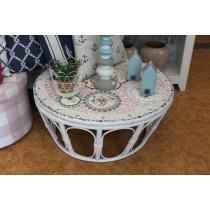 Madal mosaiik rotangraamil lauake